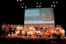 Fotografia de família dels premiats durant la festa dels Premis Esportius 2018